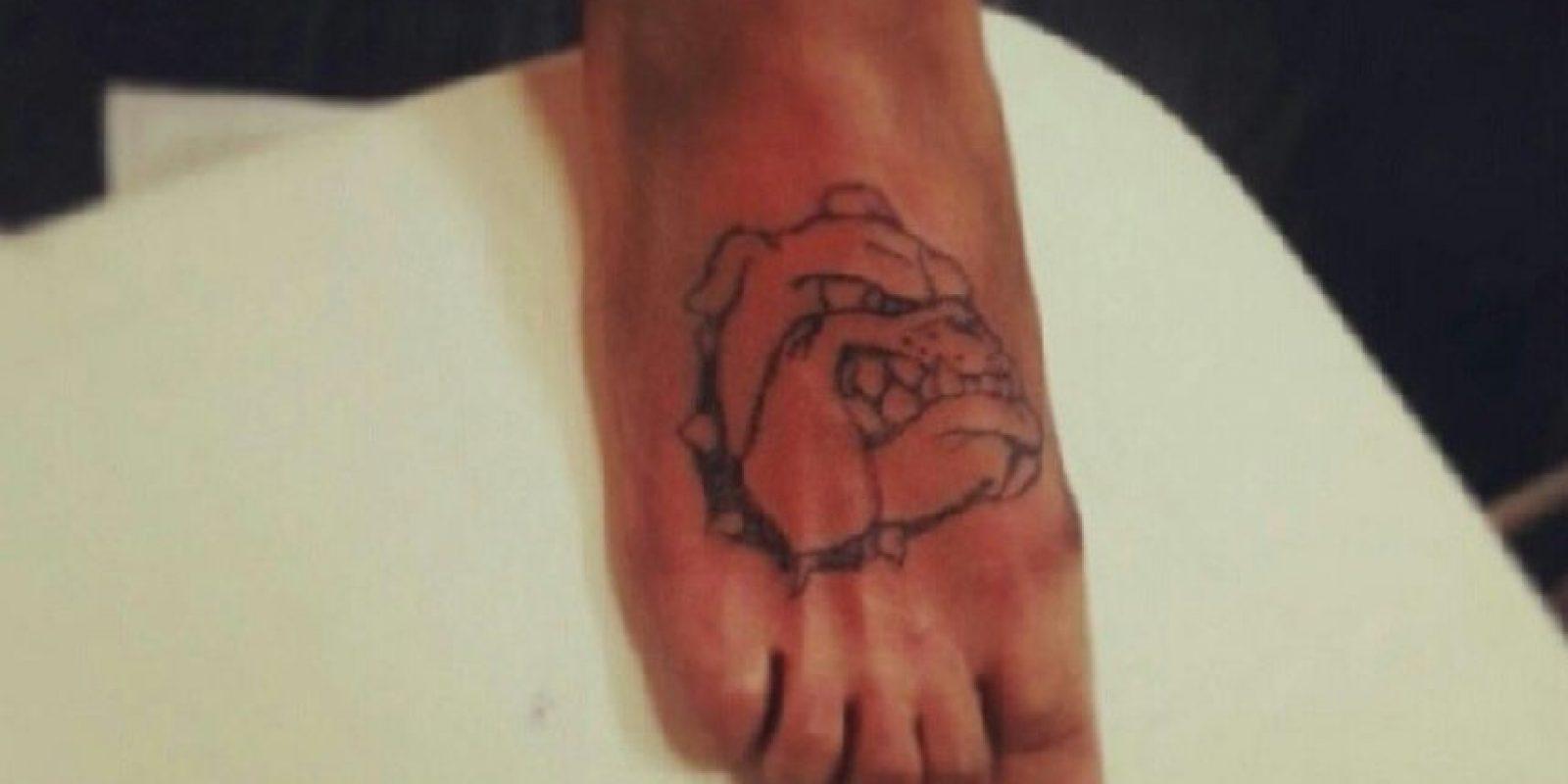Hace casi 11 años que Tagalog es un tatuador certificado. Foto:Vía facebook.com/TattooByFoot