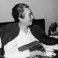 Se rumoreó que era lesbiana, por algunas cartas que le escribió a la escritora estadounidense Doris Dana, pero nada ha sido develado. Foto:vía Getty Images