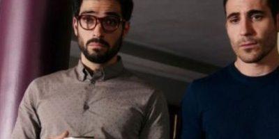 """""""Lito"""" mantine un romance con """"Hernando"""", quien es interpretado por Alfonso Herrera. Foto:vía Netflix"""