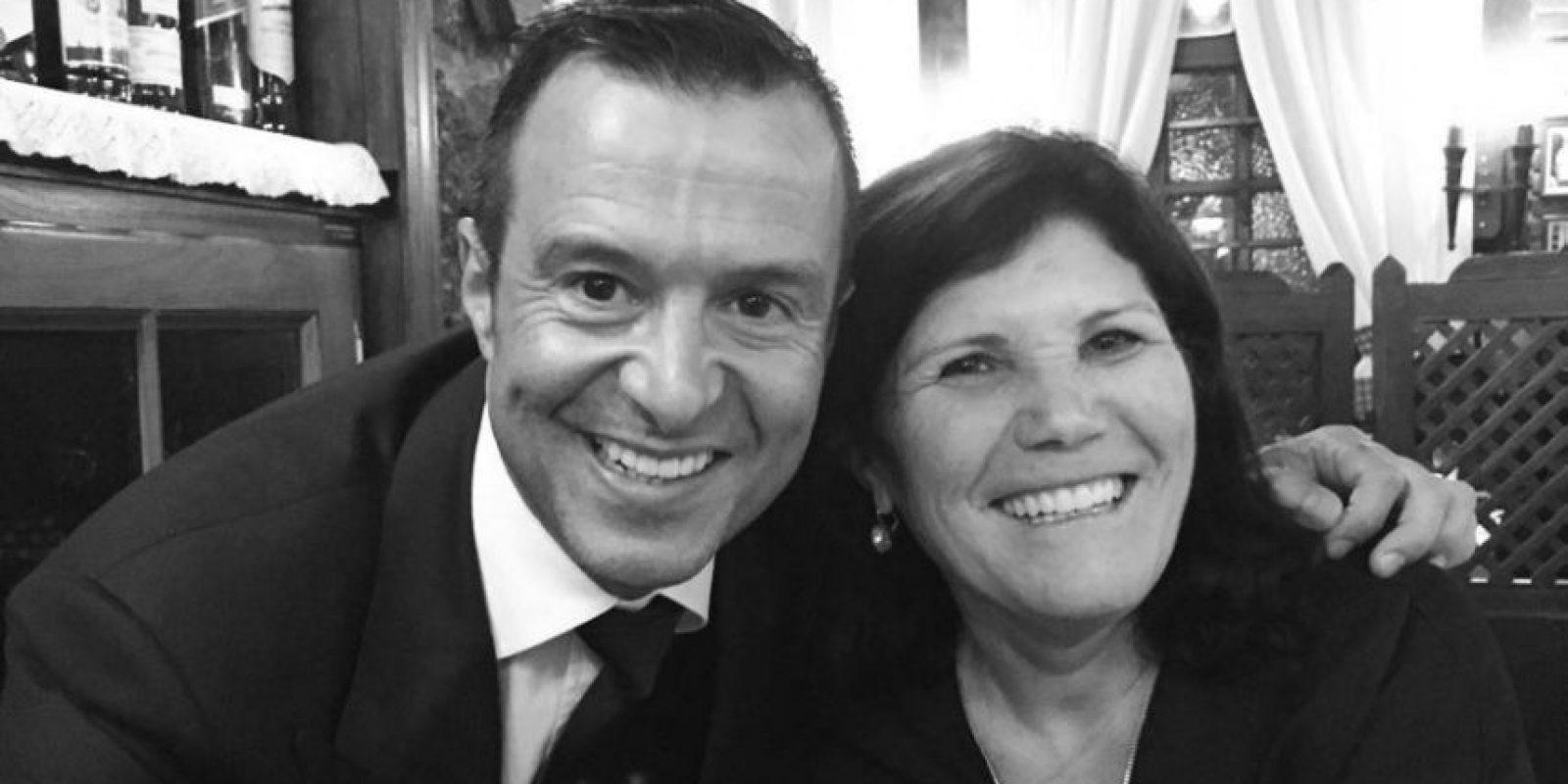 Incluso, es amiga de Jorge Mendes, el agente de su hijo y uno de los hombres más poderosos del fútbol. Foto:Vía instagram.com/doloresaveirooficial