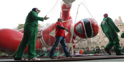 """En las calles ya se encuentran los """"Power Rangers"""" listos para emprender el vuelo Foto:AP"""