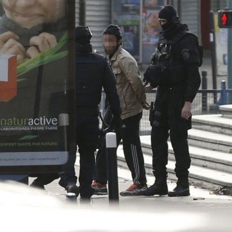 Al menos tres agentes resultaron heridos durante el operativo Foto:AFP