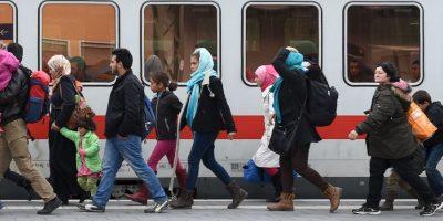 Migrantes y refugiados en la frontera entre Grecia y Macedonia. Foto:AFP