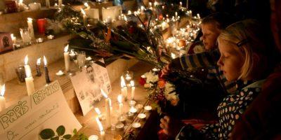 A siete días de los ataques la gente se reunió para rendir homenaje a las víctimas. Foto:AFP