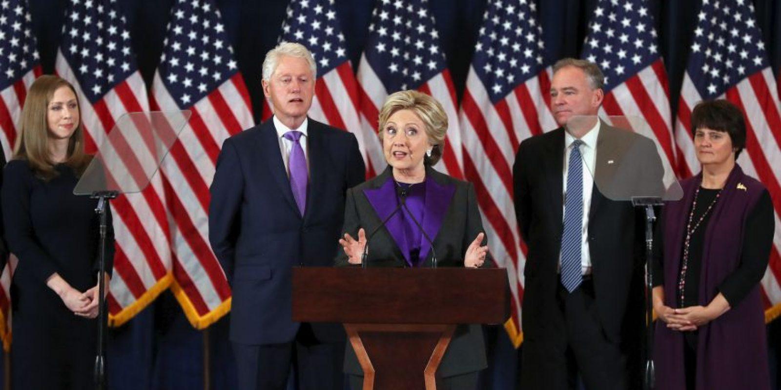 Estuvo acompañada de Tim Kaine, su candidato a vicepresidente y de su esposo, el expresidente Bill Clinton Foto:AFP
