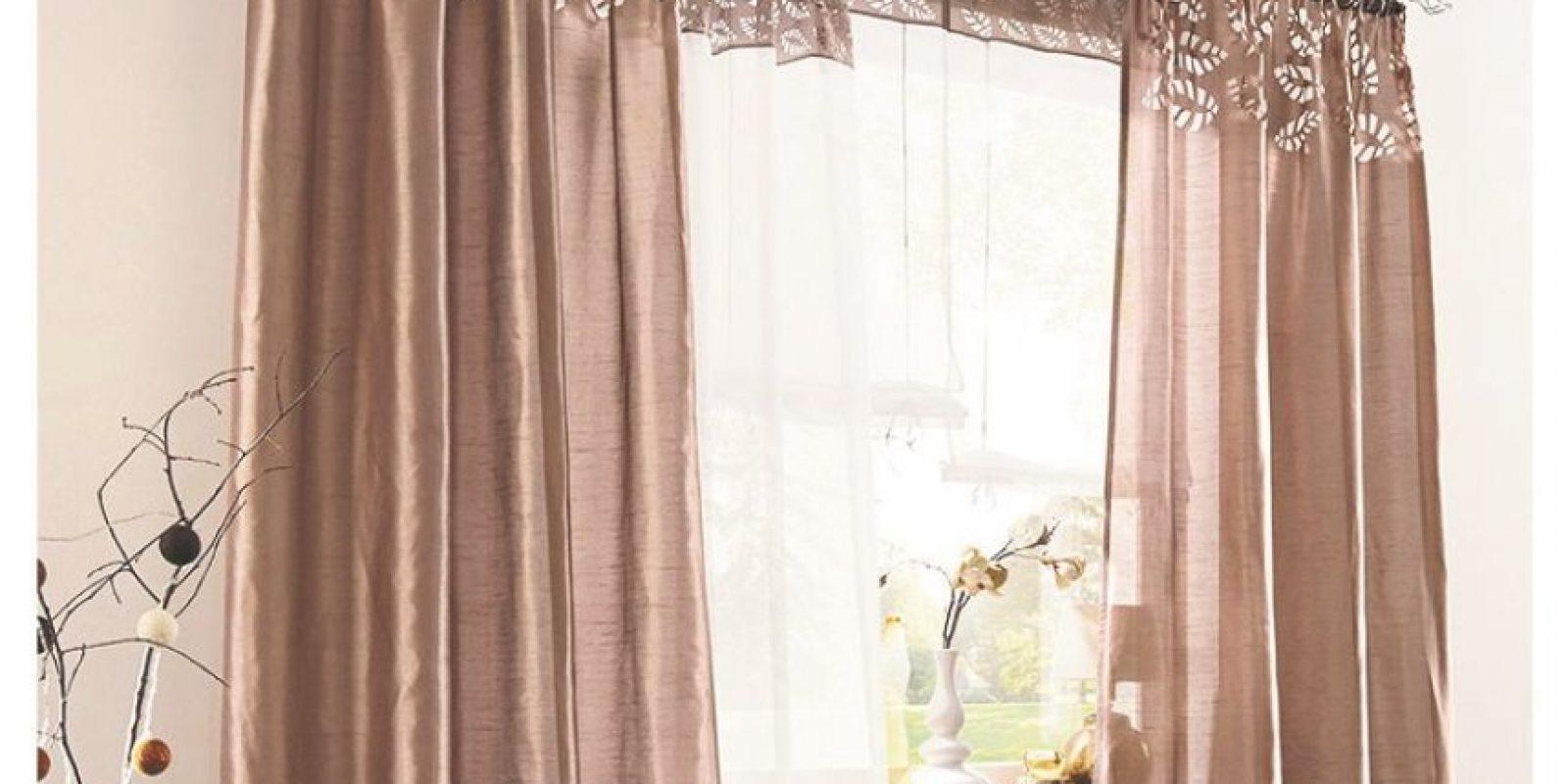 3- Medidas en tu hogar. El calor puede ser muy dañino para la salud, por lo que se recomienda mantener las ventanas abiertas durante el día para que la brisa que llega combata el aire caliente y al momento de ir a dormir tu hogar esté más fresco.Ten mucho cuidado con las ventanas que reciben la luz del sol; no permanezcas dentro de tu casa sin un ventilador; si no tienes, busca un lugar donde no estés encerrado; no dejes alimentos que se puedan descomponer expuestos al calor, consume inmediatamente después de su preparación para evitar que estos se descompongan, mantén el agua de tomar cerca de los niños o accesible para ellos. Foto:Fuente externa