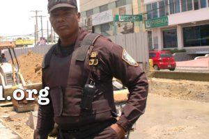 Agente que agredió al fotógrafo Foto:Ciudad Orientla