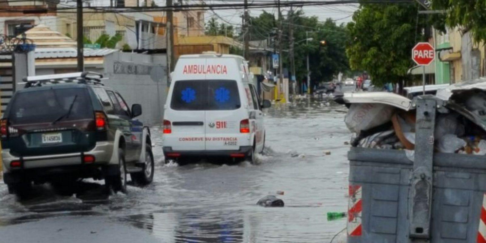 Así se ve la calle Puerto Rico con intersección en la 19 cuando llueve en el sector. Foto:MetroRD