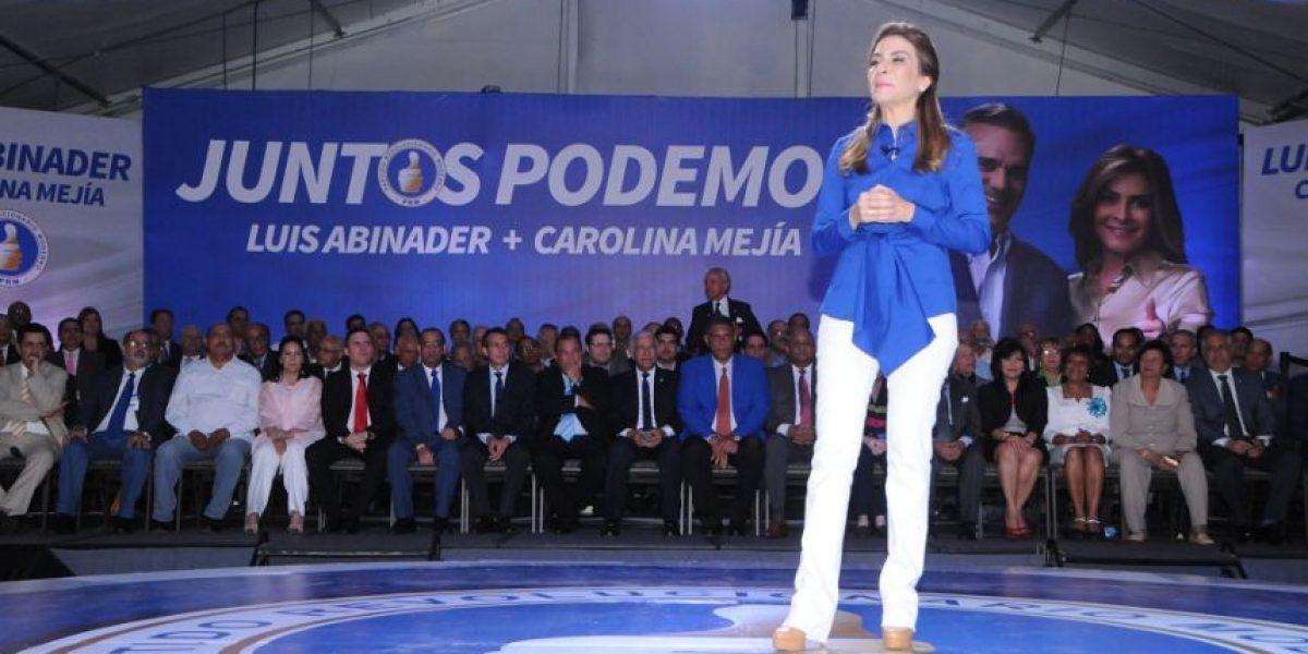 Luis Abinader presenta 15 propuestas para preservar dignidad de la mujer