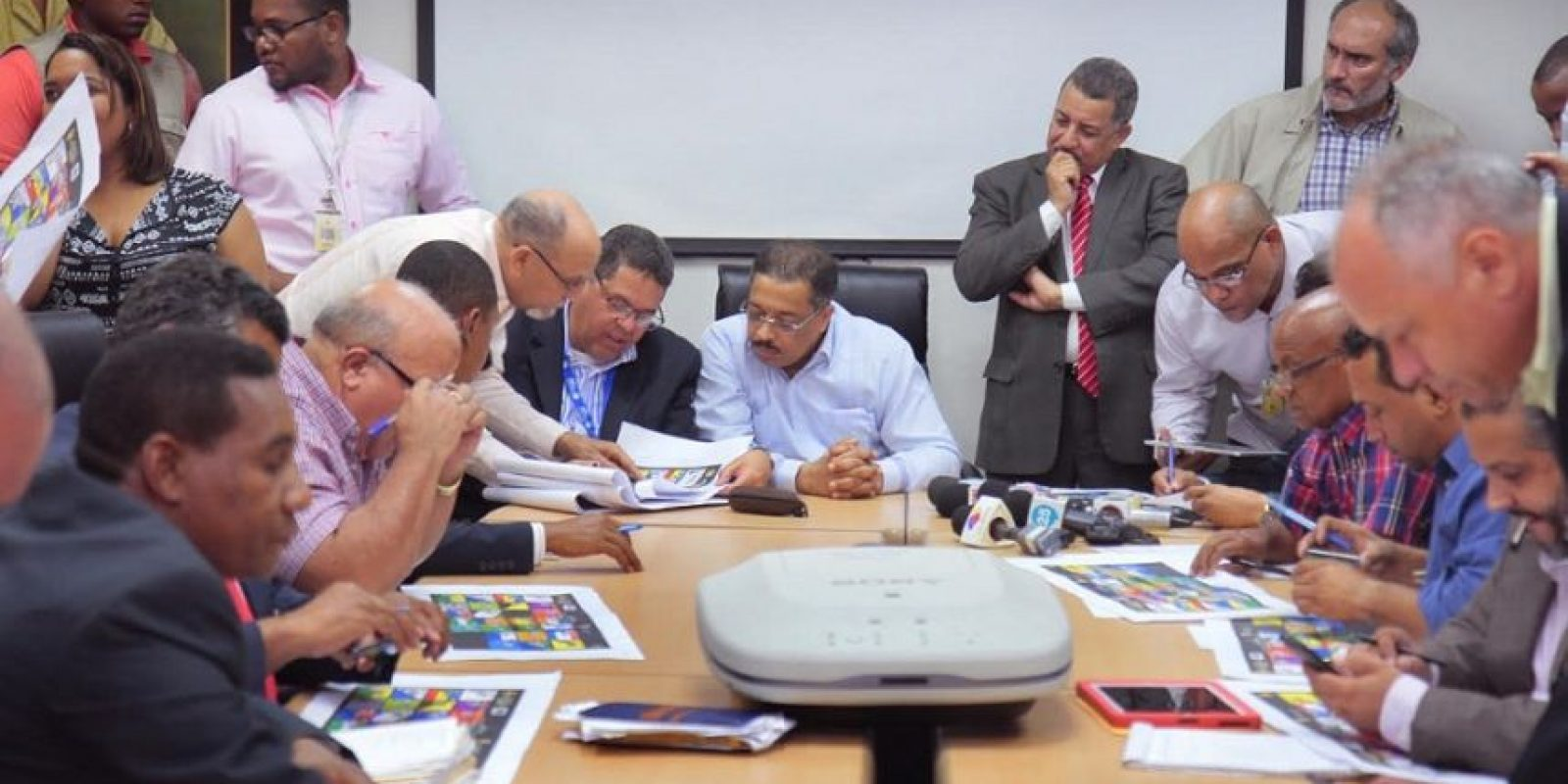 A más de una semana de las elecciones, aún la JCE sigue contando votos. Foto:Fuente externa