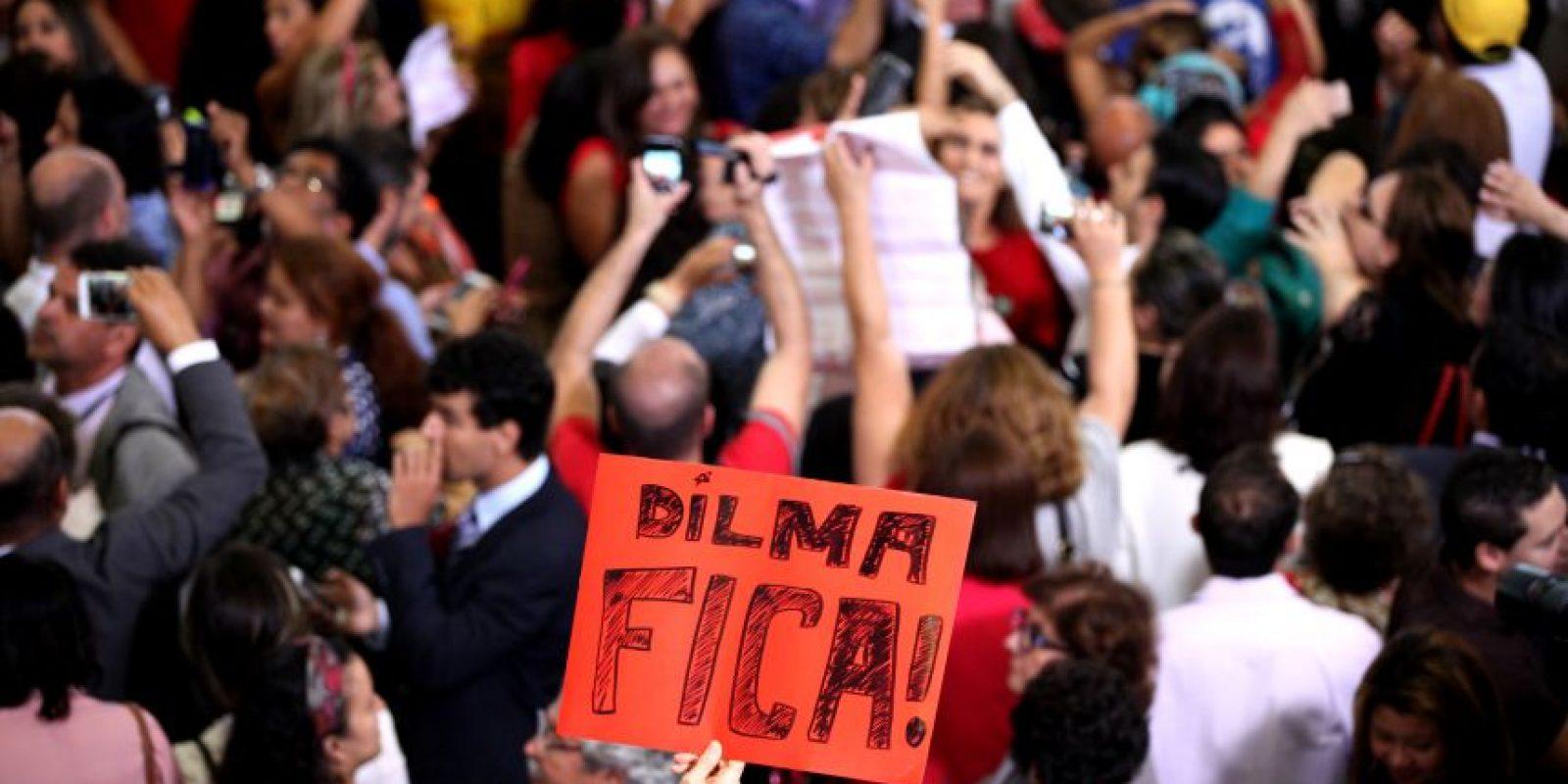 """""""Dilma Fica"""" 0 """"Dilma quédate"""" se ha convertido en un """"himno"""". Foto:EFE"""