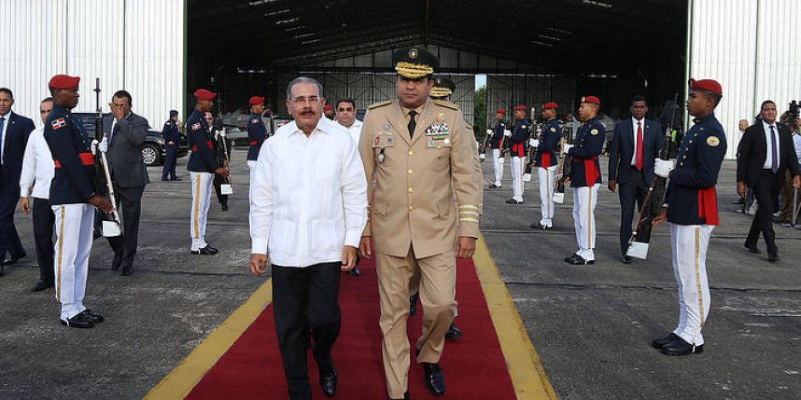 Danilo recibiendo la ceremonia protocolar de cada viaje Foto:Presidencia RD