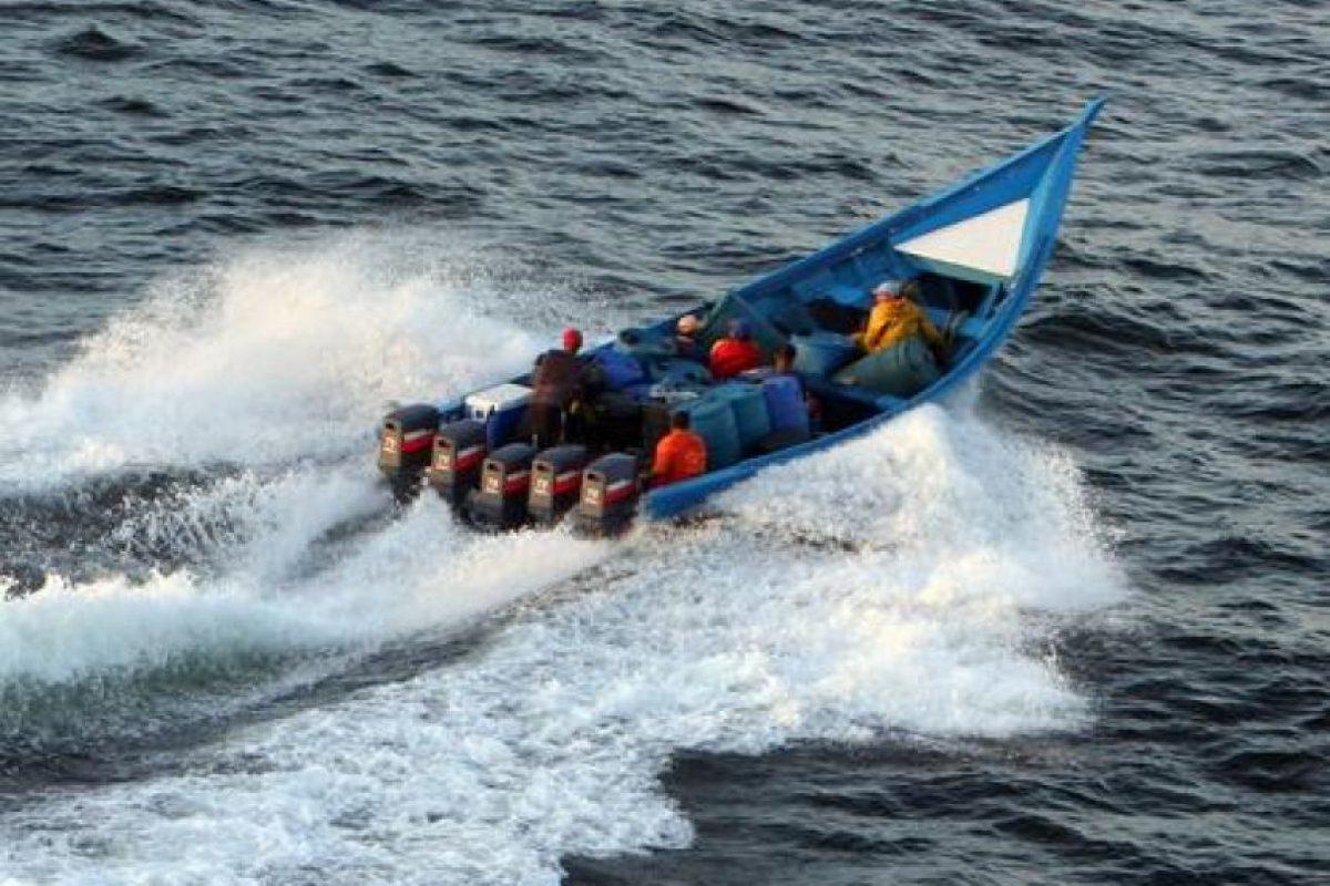 """4- En bultos lanzados al mar. Los grandes cargamentos de droga que llegan a República Dominicana por vía marítima vienen en lanchas rápidas. También son usuales las maletas que desde un helicóptero, narcotraficantes tiran a alta mar para que supuestos pescadores las recojan.En la comunidad de Juancho, provincia Pedernales, """"las pacas de drogas en el mar"""" se convirtieron durante 2013 en una fuente de ingreso para algunos residentes de esta comunidad que, incluso, hacían casas de campaña cercanas a las playas, atentos a los lanzamientos de drogas desde aeroplanos, según reportes de prensa de la época. Foto:Fuente externa"""