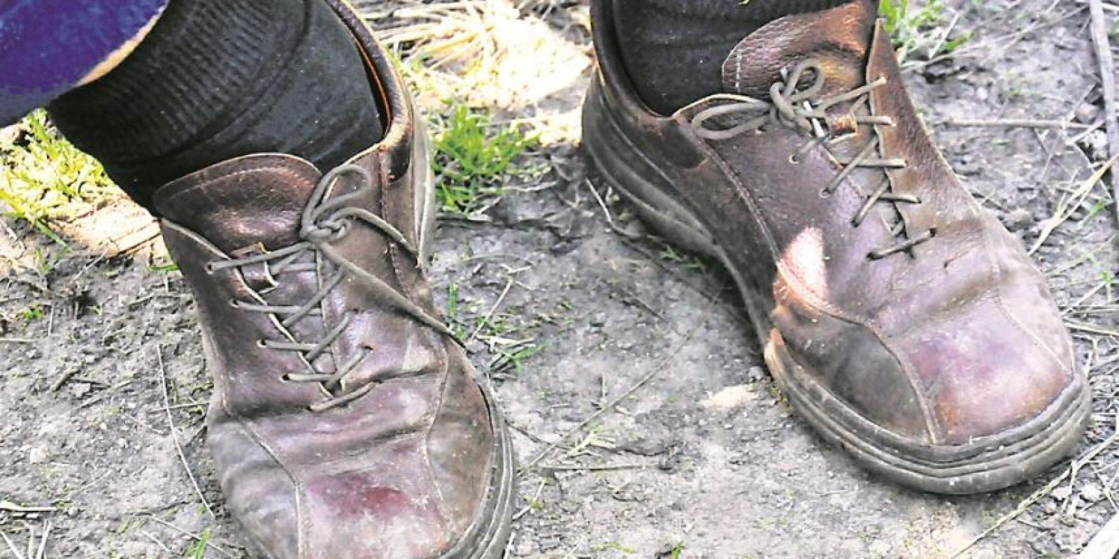 Los zapatos del presidente, los pies sobre la tierra. Foto:Ariel Chabalgoity