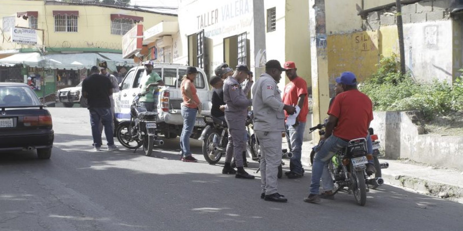 Agentes policiales presentes de manera esporádica. Foto:Roberto Guzmán