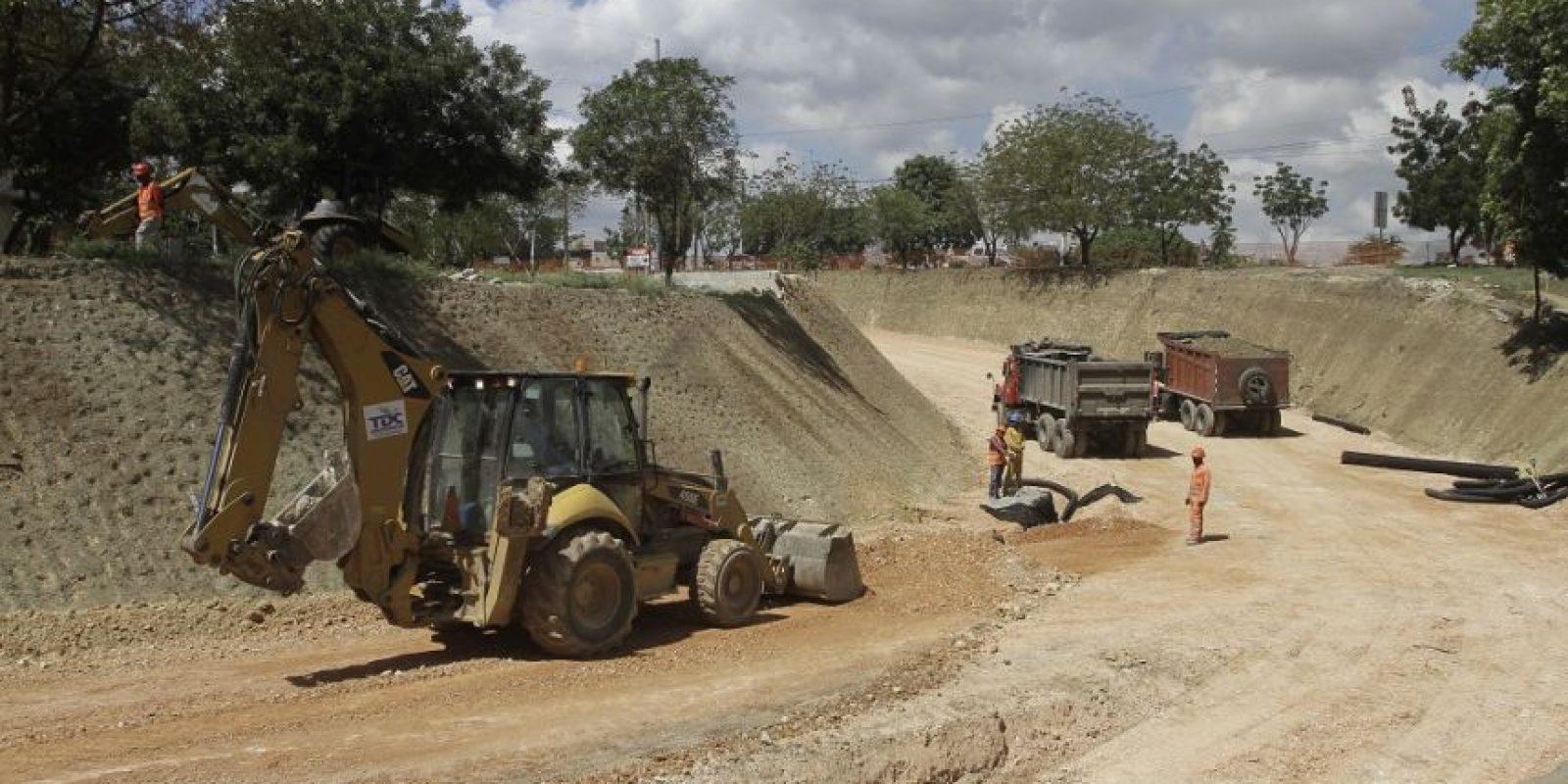 Construyen un paso a desnivel entre la Prolongación 27 de Febrero y la autopista 6 de Noviembre. Foto:Roberto guzmán