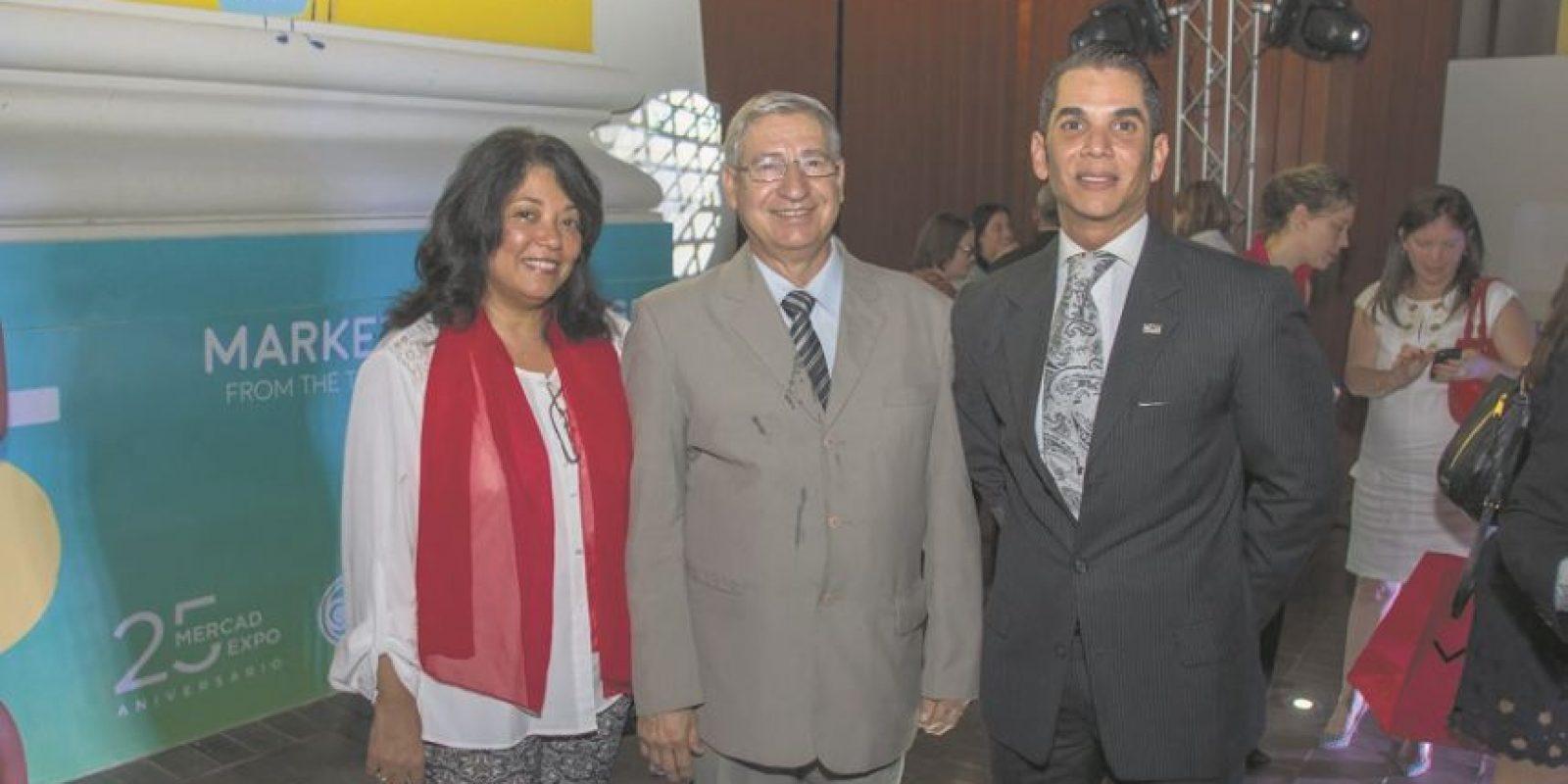 Autoridades académicas y estudiantes que participaron en la actividad que sirvió de antesala a MercadExpo, de Unibe. Foto:Cortesía de UNIBE