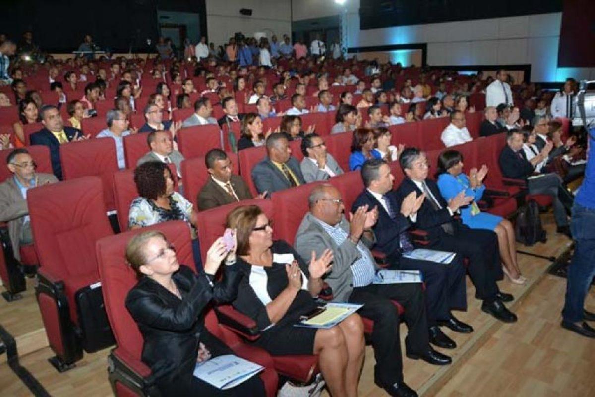 Parte del público asistente al acto inaugural en el Auditorio Manuel del Cabral de la Biblioteca Pedro Mir de la UASD. Foto:Fuente externa