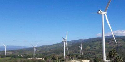 Danilo inaugura Parque Eólico Larimar en Barahona