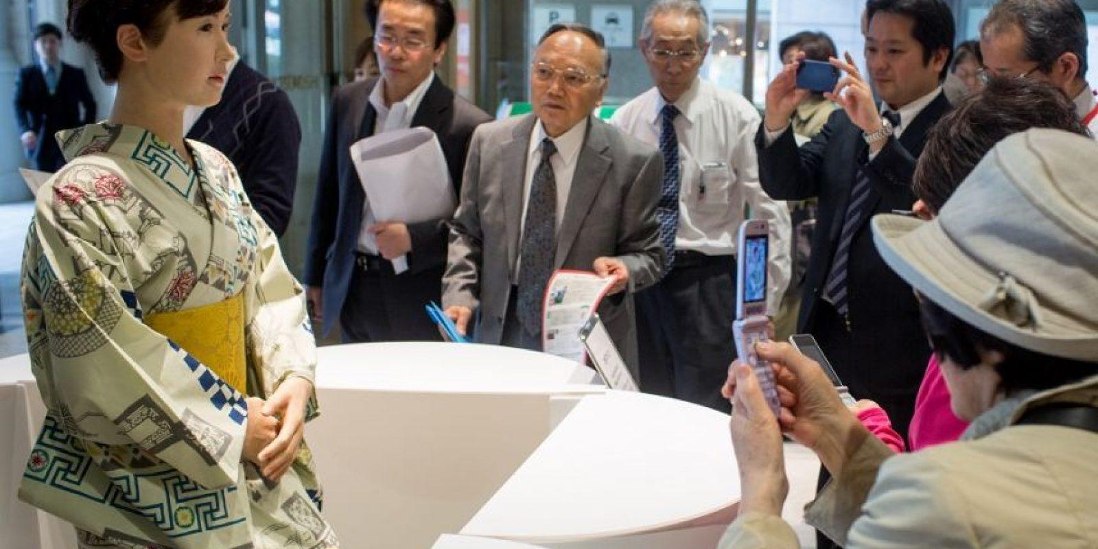 """1- Receptionista. La robot """"Aiko Chihira"""" ya fue """"contratada"""" para un puesto de recepcionista en la tienda Mitsukoshi en Tokio, Japón. La huma-noide femenina, vestida con kimono tradicional del país, fue creada por Toshiba Corp. Chihira ahora está ayudando a los compradores, proporcionando instrucciones e información necesaria. Foto:Fuente externa"""