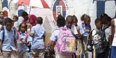 Algunos padres optaron por enviar a sus hijos a las aulas este lunes y no el pasado jueves 7 de enero Foto:Roberto guzmán