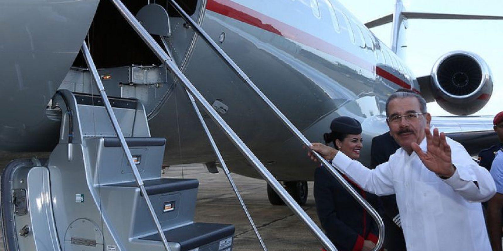 Danilo mientras iba abordar el jet privado Foto:Presidencia RD