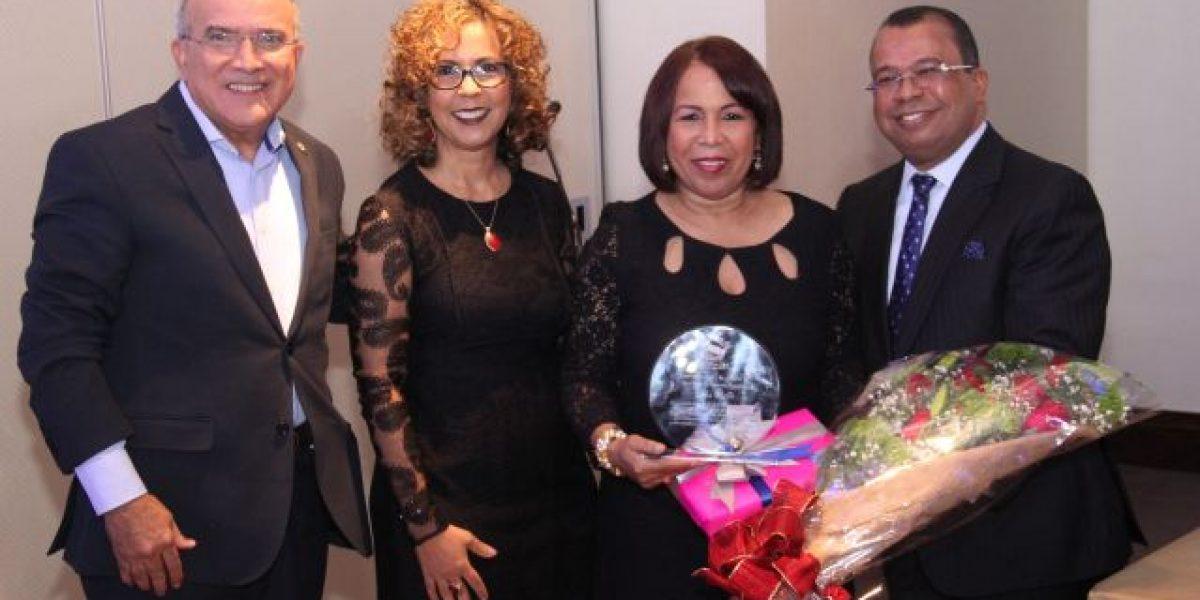 Señales TV reconoce a la periodista Zoila Puello