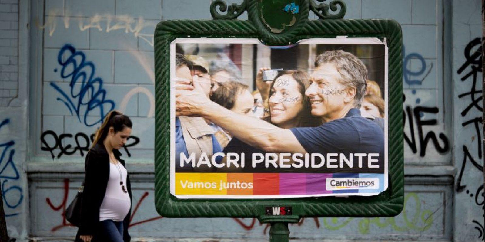 En el que diversos medios dieron como ganador a Mauricio Macri, quien en las encuestas previas al balotaje lleva una ventaja superior a seis puntos sobre Scioli Foto:AP