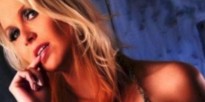 Fue despedida cuando las autoridades escolares se enteraron de su otro oficio Foto:Facebook.com/Julia.blond