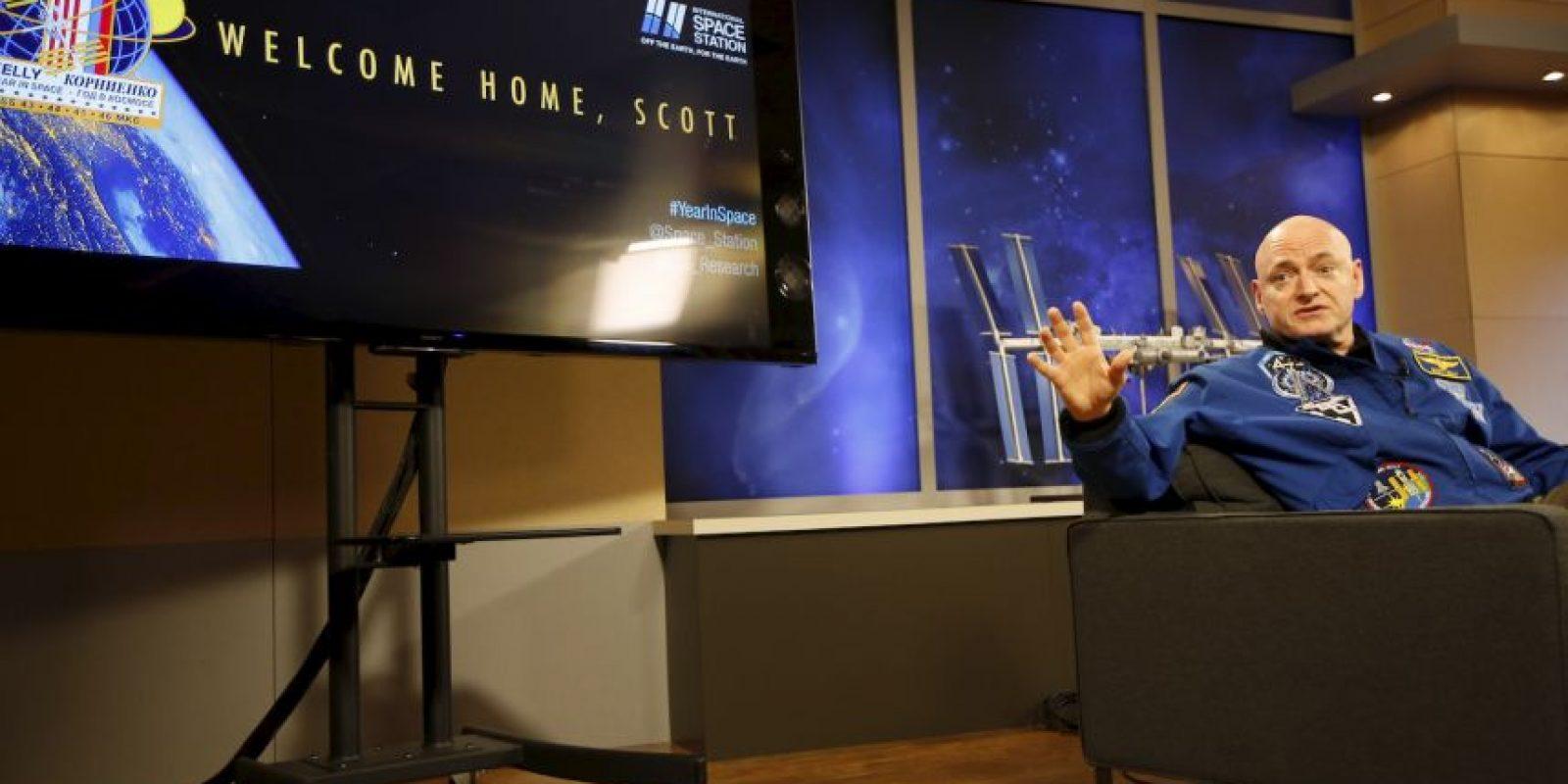 El astronauta estadounidense Scott Kelly vivió ahí 340 días consecutivos. Le dio la vuelta al mundo cinco mil 440 veces Foto:Getty Images