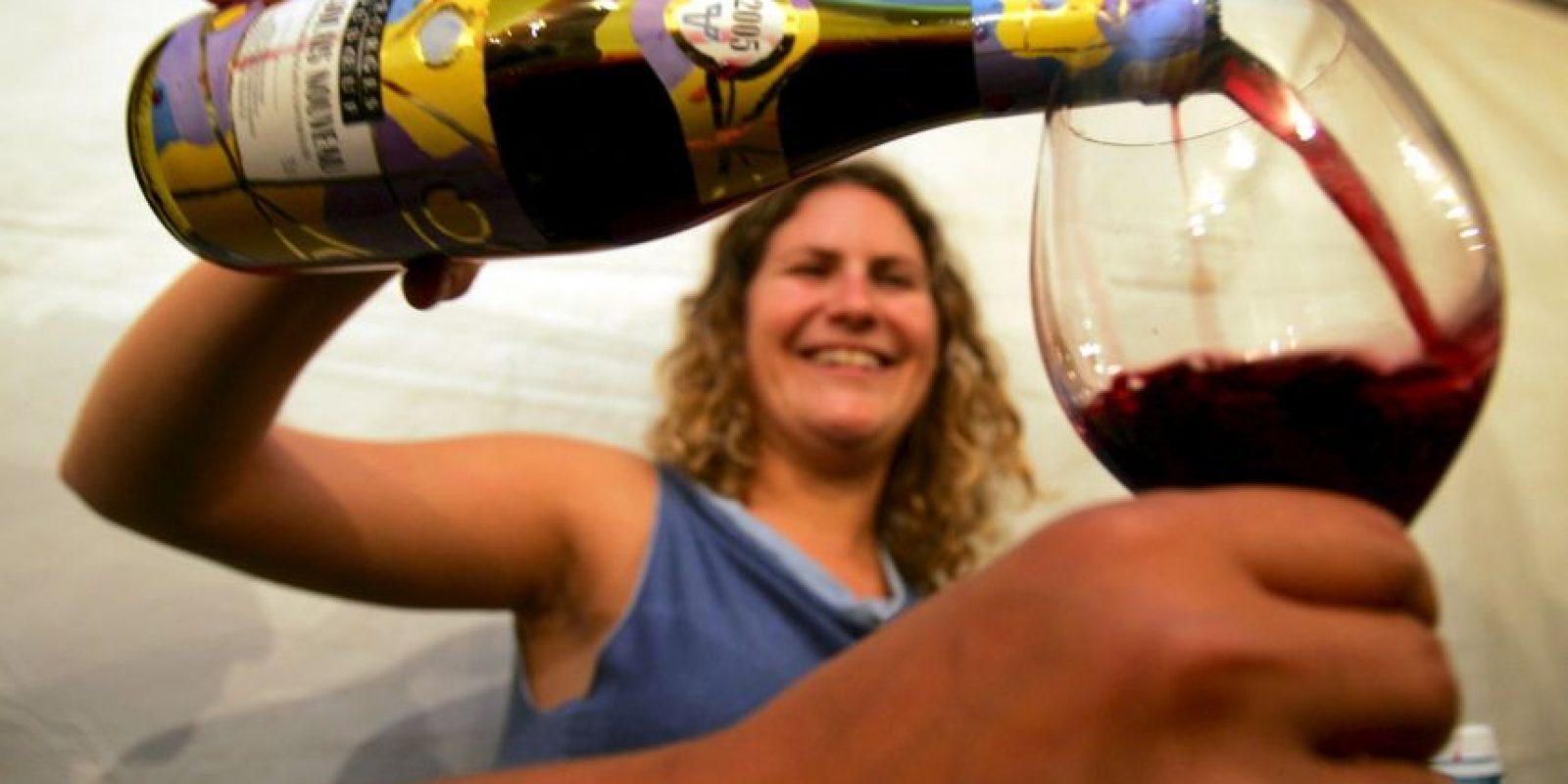 Los beneficios de tomar una copa de vino Foto:Getty Images