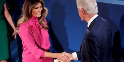 El saludo entre Bill Clinton y Melania Trump Foto: Getty Images