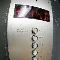 Mito: Presionar el botón para llamar al elevador no hará que vaya más rápido Foto:Getty Images
