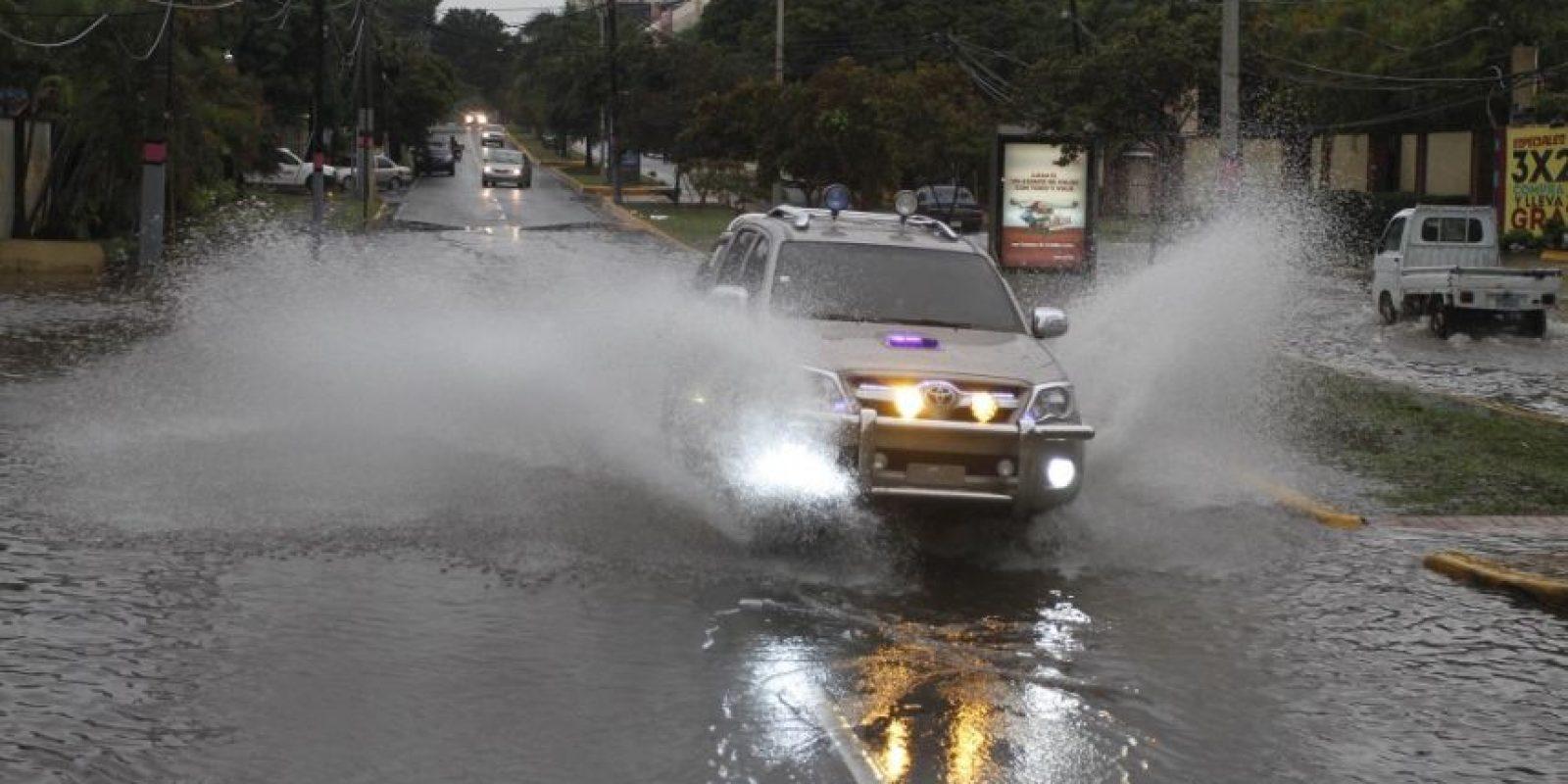 """Antes de convertirse en ciclón, """"Earl"""" provocó abandantes lluvias en República Dominicana. Foto:ROBERTO GUZMÁN"""