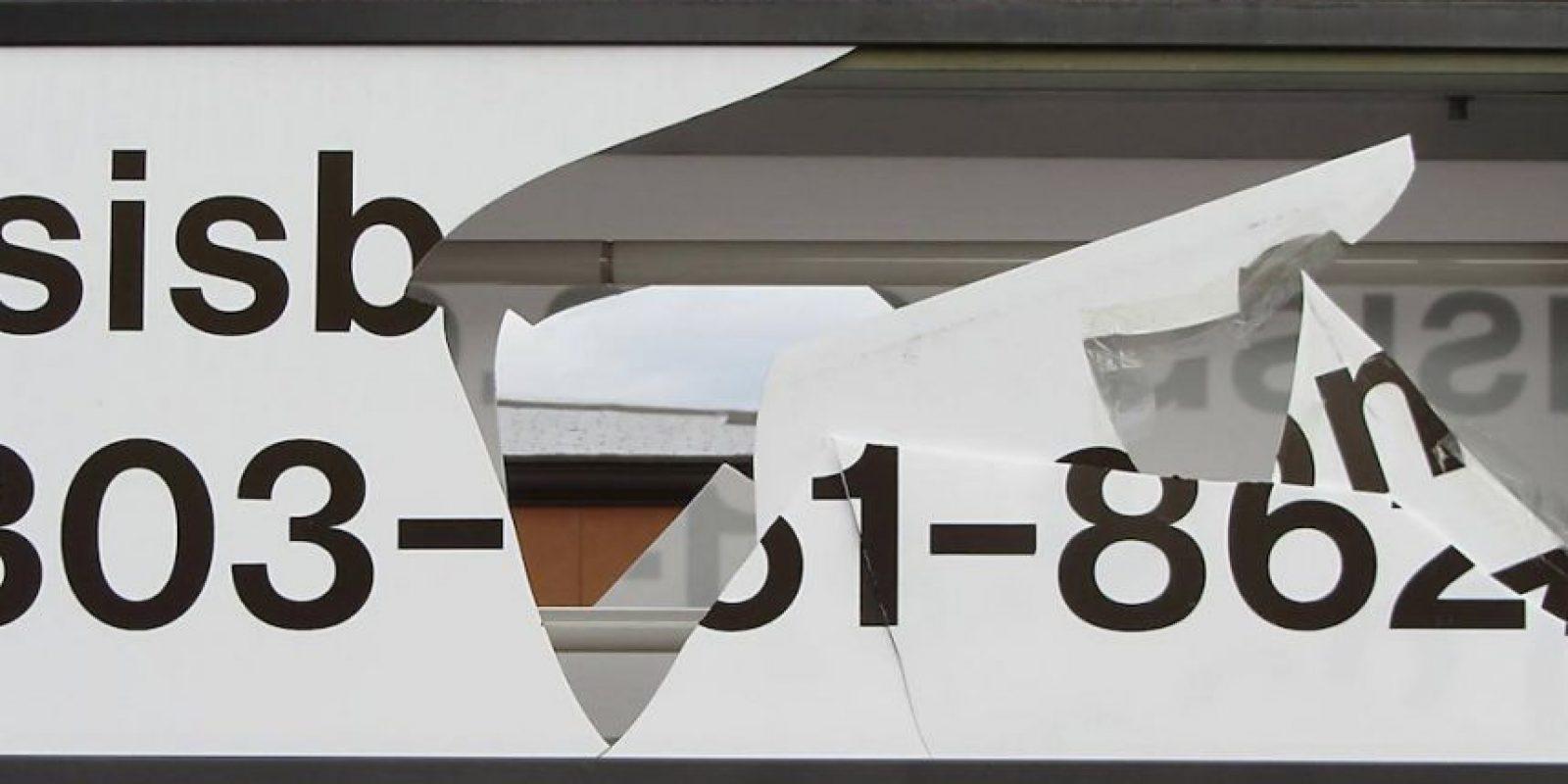 Y rompiendo dos veces el mismo señalamiento. Foto:Vía facebook.com/IsisBooks