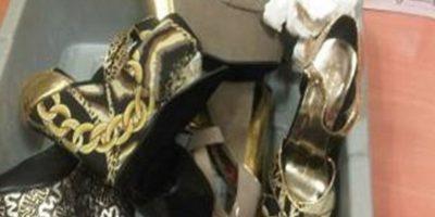 2- En los tacones. En el año 2013 la cantante Martha Heredia – ganadora del concurso Latin American Idol- fue arrestada cuando pretendía viajar desde el Aeropuerto Internacional de Santiago a la ciudad de Nueva York con un kilo 282 gramos de heroína en los tacones de tres pares de zapatos.Esta modalidad, que causó revuelo en el país, ya había sido implementada por una mujer de nacionalidad italiana que intentó viajar a su país con 17 pares de zapatillas repletas de cocaína. Foto:Fuente externa