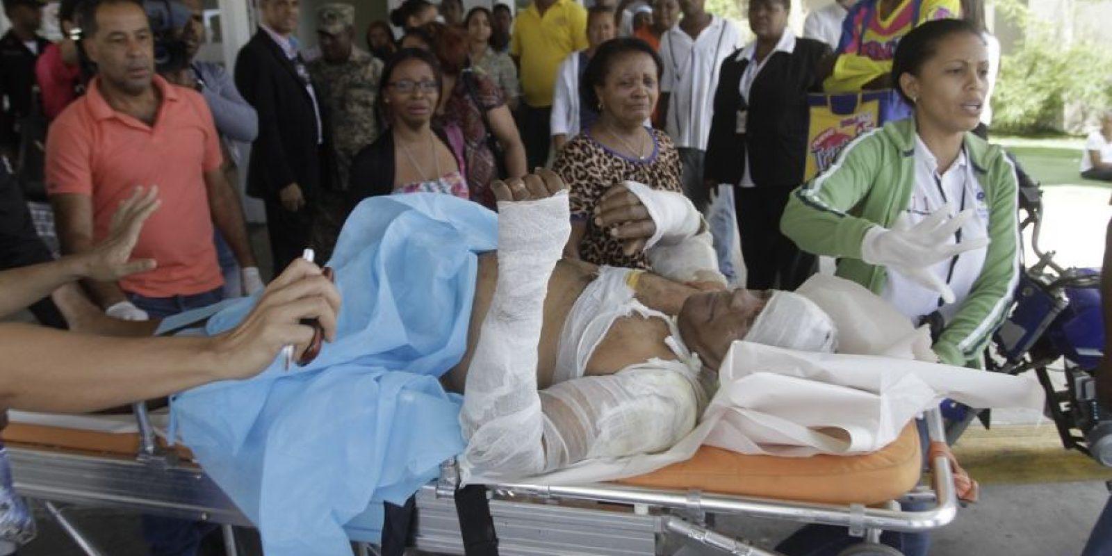 Bernardino Alarcón, conductor del tanquero mientras era trasladado al hospital. Foto:Roberto Guzmán