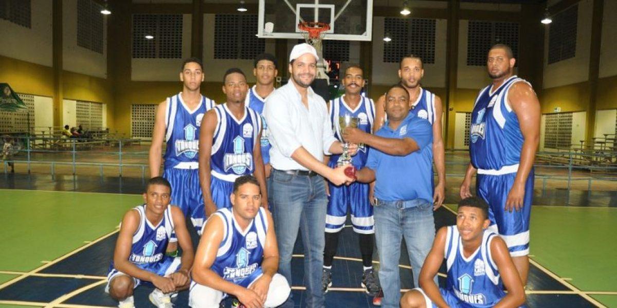 Pueblo Centro ganador del XV Torneo de Baloncesto Superior de Monte Plata
