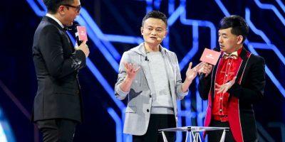 Jack Ma haciendo un truco de magia Foto:AP