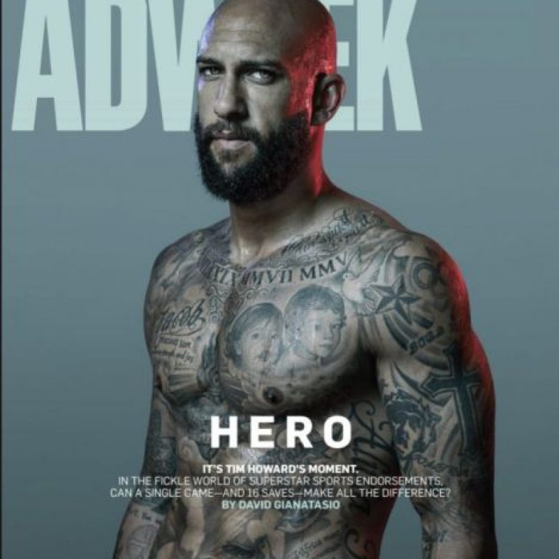Tim Howard: El arquero norteamericano es un verdadero lienzo humano y tiene todo su tren superior tatuado. Fotos de su madre y de otros familiares son sólo algunos de los diseños. Foto:Adweek