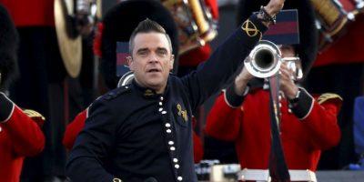 El cantante se quito la ropa Foto:Getty Images