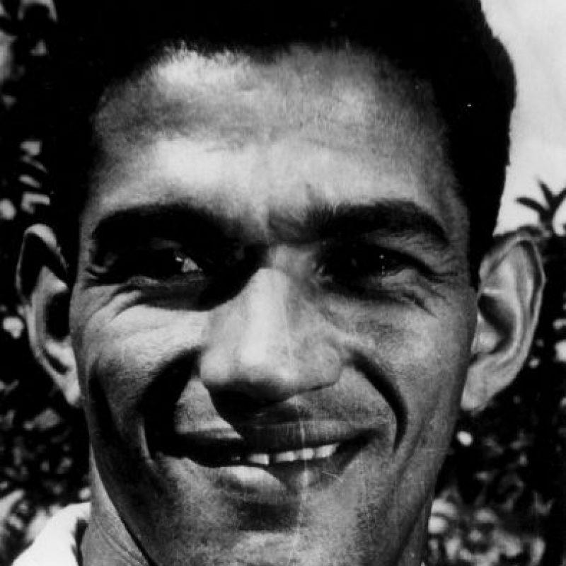 Garrincha: Mítico futbolista brasileño que ganó los Mundiales de 1958 y 1962. Tan conocido por su capacidad regateadora y por su velocidad como por su adicción al alcohol, las fiestas y las mujeres. Su fama no supo administrarla y se fue por el mal camino, no llegando a explotar como lo merecía un jugador de su talento. Foto:Getty Images