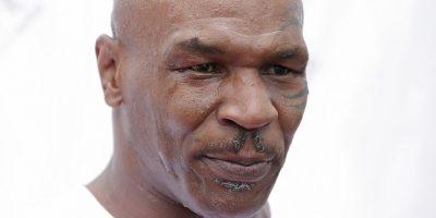 Mike Tyson: En 1992, el exboxeador estadounidense que consiguió en dos ocasiones el cetro mundial de los pesados fue sentenciado a 10 años de prisión por haber violado a una mujer de 18 años de edad. A pesar de la sentencia, Tyson obtuvo su libertad tres años después. Foto:Getty Images