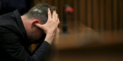 Oscar Pistorius: Fue condenado en julio de 2016 a seis años de cárcel, condena que está cumpliendo. Foto:Getty Images