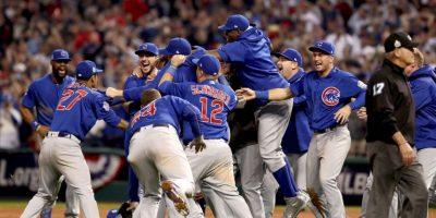 Bill Murray celebró bañado en alcohol el título de los Cubs