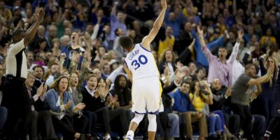 Curry es el único que ostenta, al menos, 250 puntos de triple y 500 asistencias en una temporada. Esa marca la ha logrado en cuatro temporadas consecutivas Foto:Getty Images