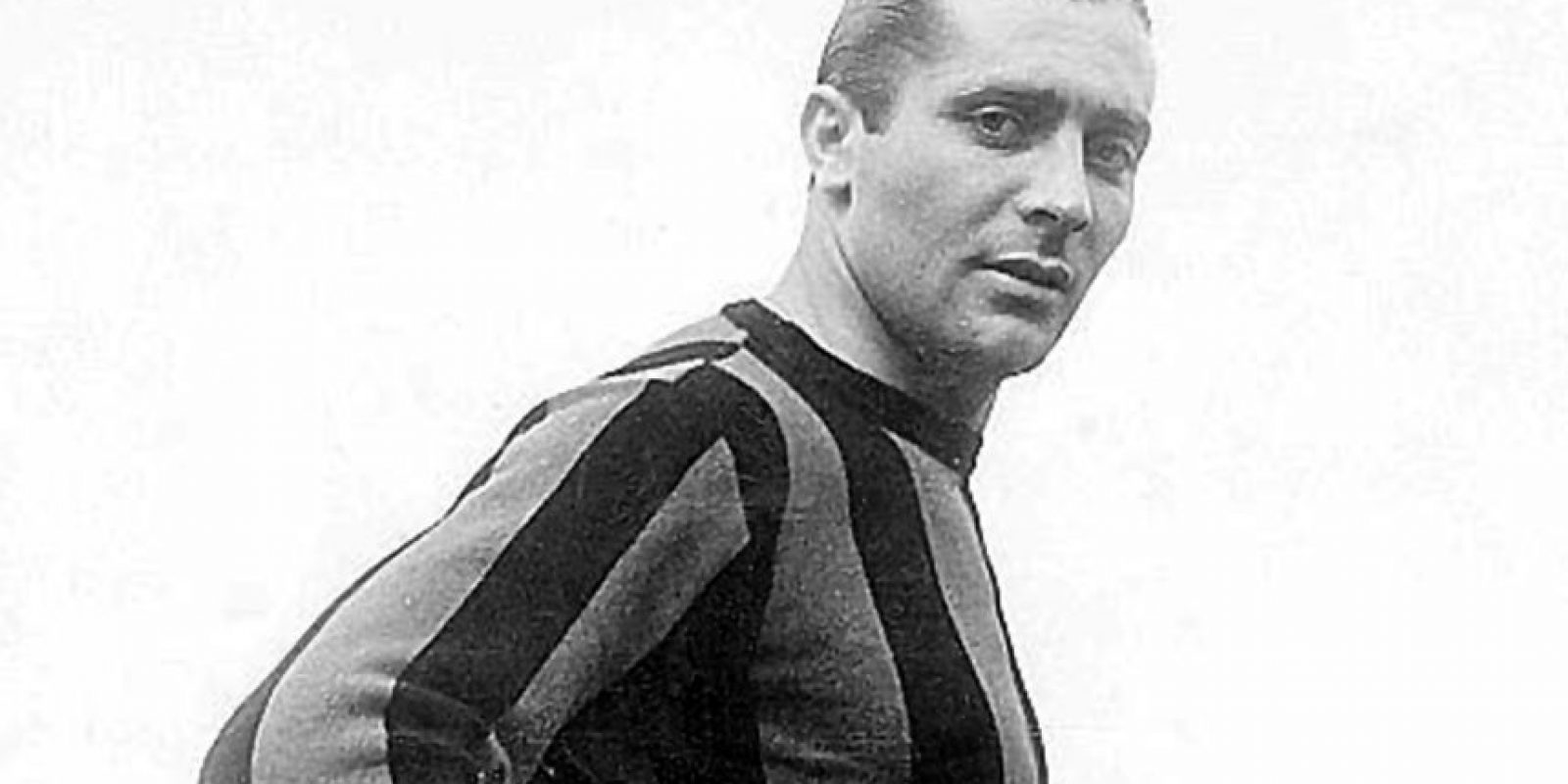 Giuseppe Meazza: No por nada el estadio de Inter de Milán lleva su nombre. Es un ídolo de los lombardos y también en Italia, con quien ganó el Mundial de 1934. Murió de cirrosis hepática.