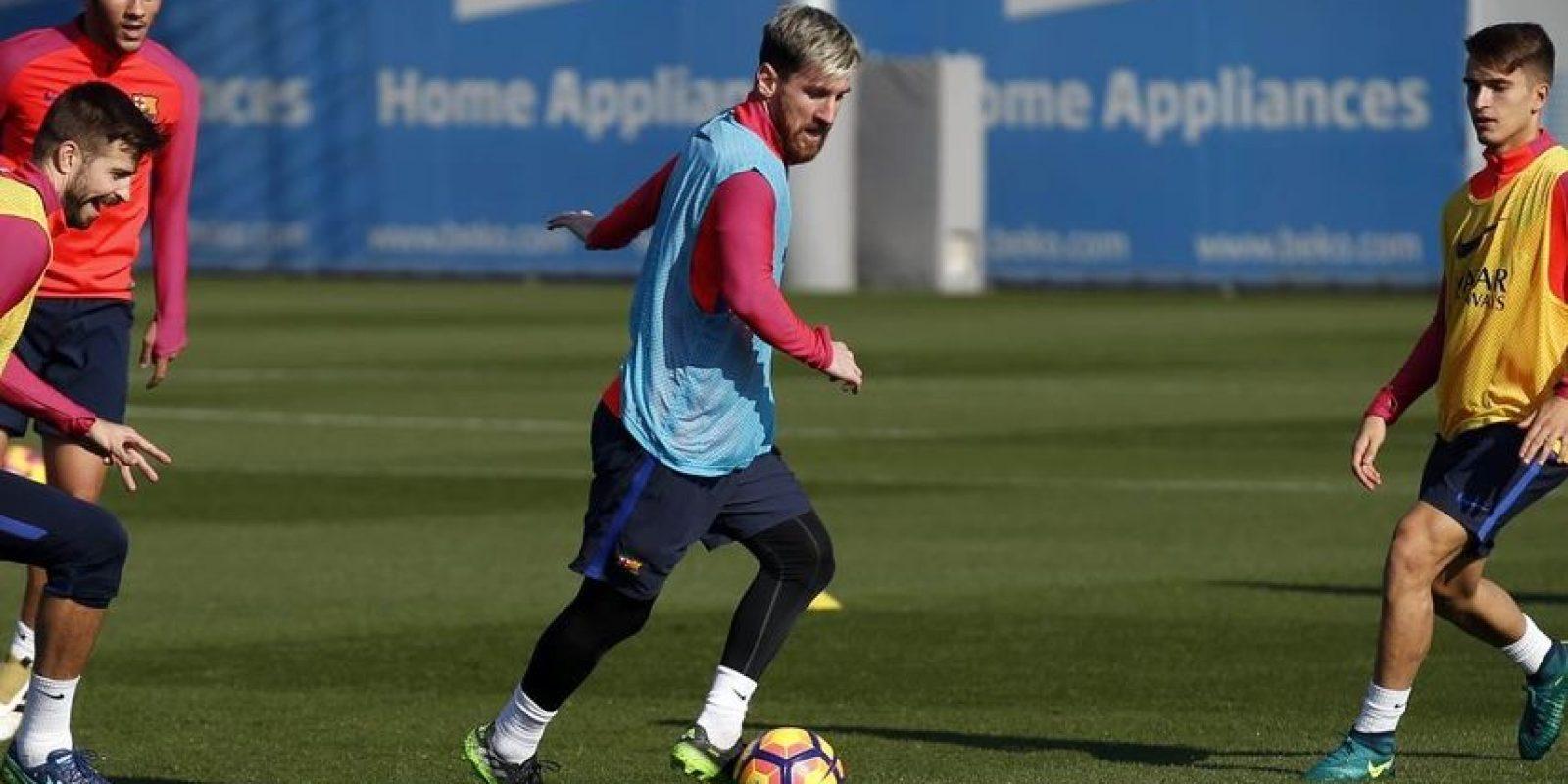 PSG le facilitó el avión a Lionel Messi y Mascherano para volver a Barcelona Foto:Twitter Barcelona