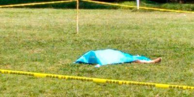Un futbolista no aguantó una expulsión y le dio un cabezazo mortal a un árbitro. Foto:pachucavive.com