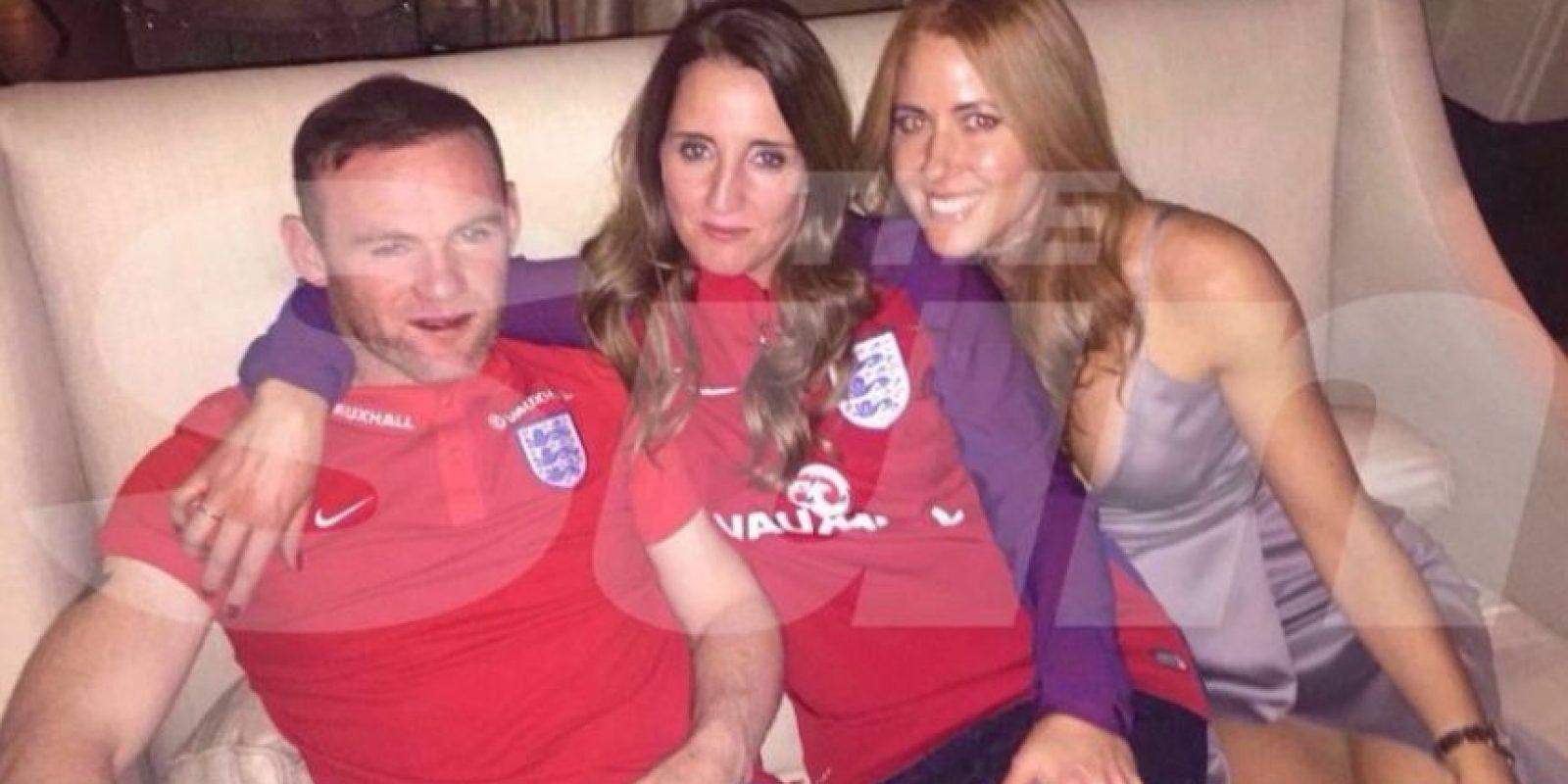 Wayne Rooney fue captado en una boda completamente borracho Foto:The Sun